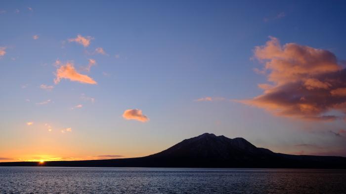 支笏湖夜明け_f0050534_12240862.jpg