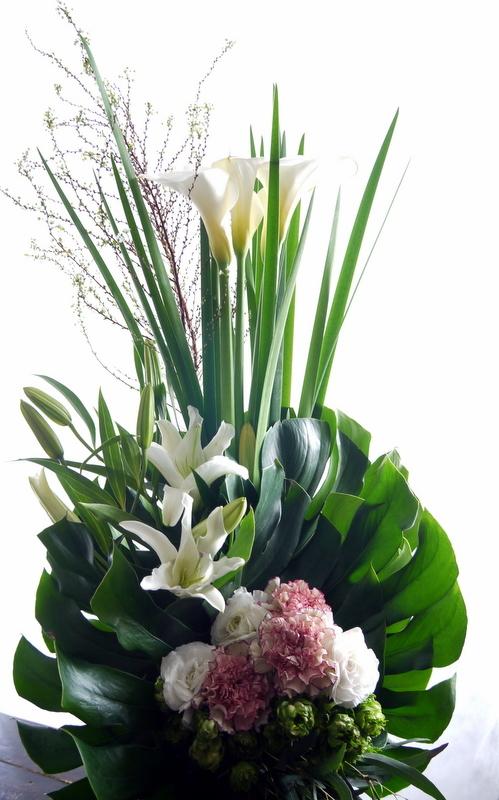 教会でのご葬儀にアレンジメント。北1西13にお届け。2019/01/27。_b0171193_17341086.jpg