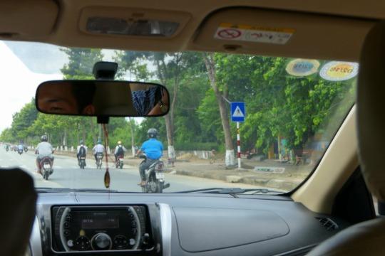 家族旅行2017年10月-ベトナム・世界遺産巡り-第一日目-深夜発ホーチミン経由フエへ_c0153302_16443229.jpg