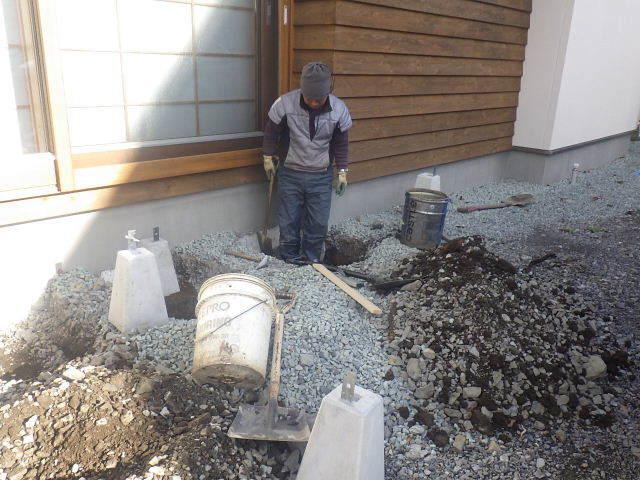 岩泉の家 外構工事が進行中です。_f0105112_04183853.jpg