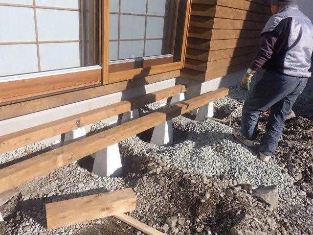 岩泉の家 外構工事が進行中です。_f0105112_04183860.jpg