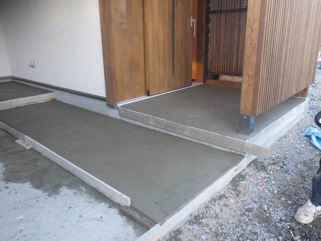 岩泉の家 外構工事が進行中です。_f0105112_04242754.jpg