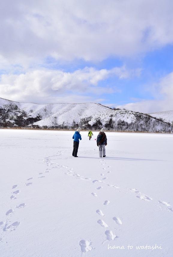 久種湖の上でアイスクリームづくり。_e0120026_08503113.jpg