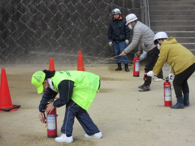 村木神社で「文化財防火訓練」_d0247833_10045066.jpg
