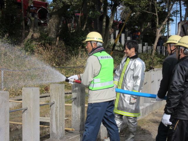 村木神社で「文化財防火訓練」_d0247833_10054458.jpg