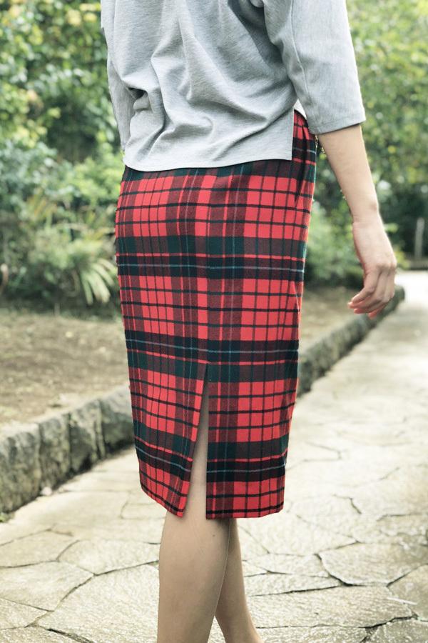 スコットランドチェックのペンシルスカート (1952)と補修のお仕事_e0104046_03554942.jpg