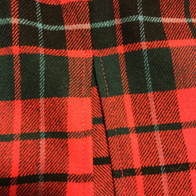 スコットランドチェックのペンシルスカート (1952)と補修のお仕事_e0104046_04022446.jpg