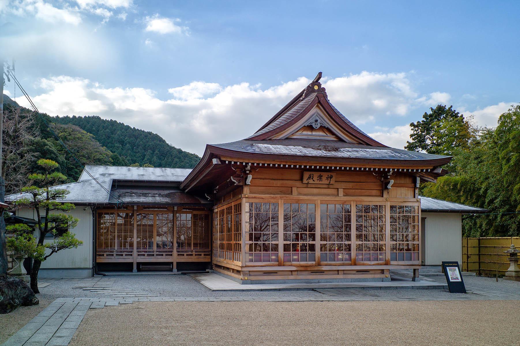 妙見宮御祖神社の大注連縄_c0028861_14282665.jpg