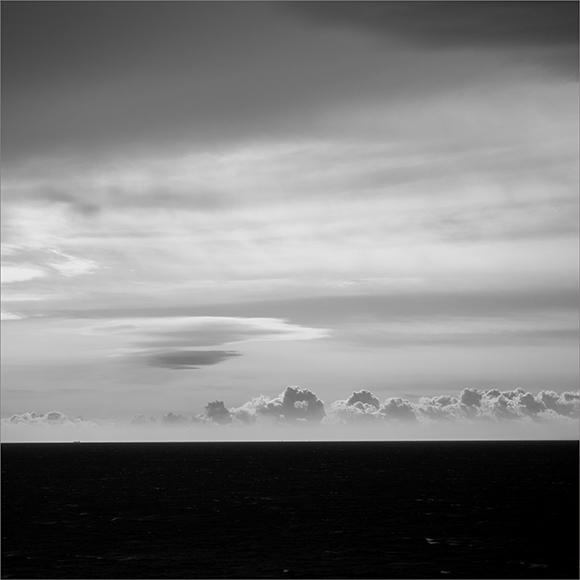 墨絵の海と空。_b0022268_18171339.jpg