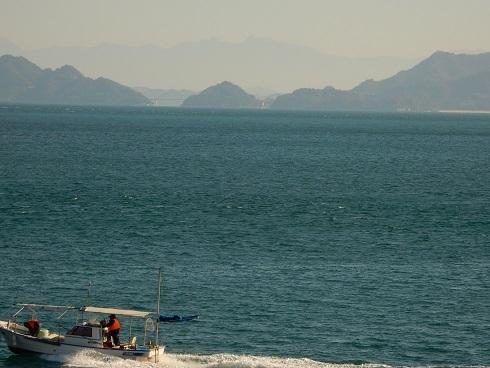 晴れた冬の日、黒地の岬から_e0175370_23284924.jpg