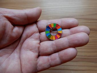 SDGsのバッジをもらいました。_c0195909_11451513.jpg