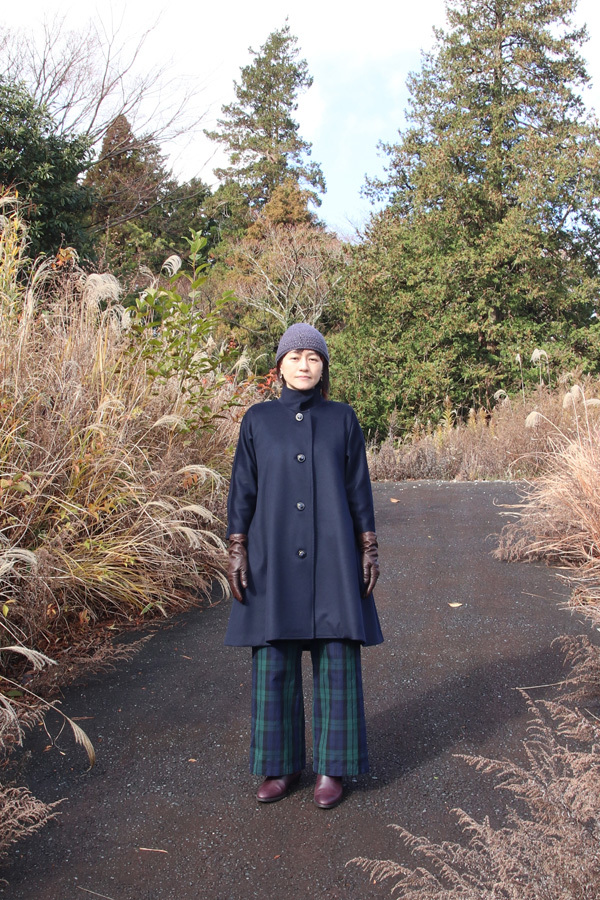 カシミヤ スタンドカラーキモノスリーブAラインコート(ベルト付き) ネイビー (1955)_e0104046_04252153.jpg