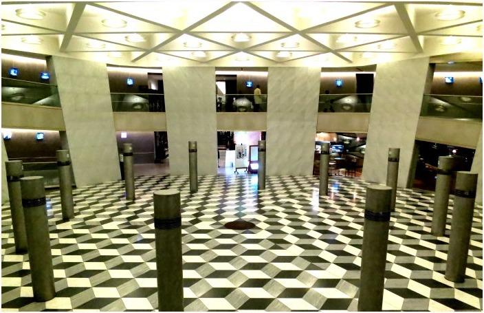 < 京都コンサートホール >_c0036080_16353358.jpg