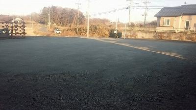 駐車場整備工事(真岡市K社様 砕石敷均し・ローラー転圧)_c0313938_08560571.jpg