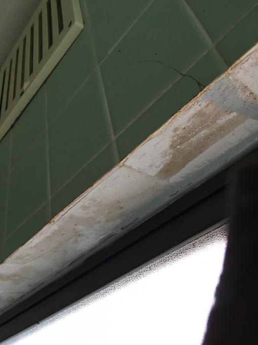 お風呂場その1。総タイル張りのお風呂場です。_f0182246_21535813.jpg