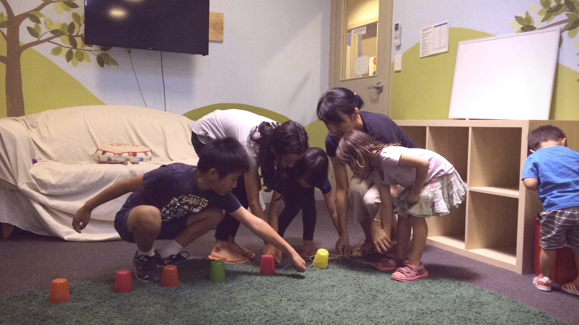 教会学校の様子:輪ゴムコップ運び_f0234165_06153319.jpg