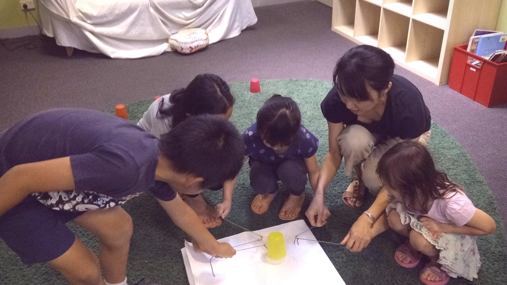 教会学校の様子:輪ゴムコップ運び_f0234165_06155423.jpg