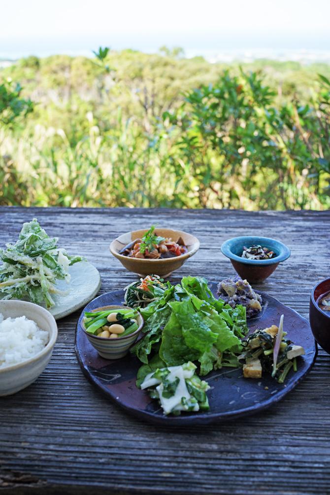 絶景カフェこくう 今帰仁の丘で食べる野菜のプレート_b0049152_18213296.jpg