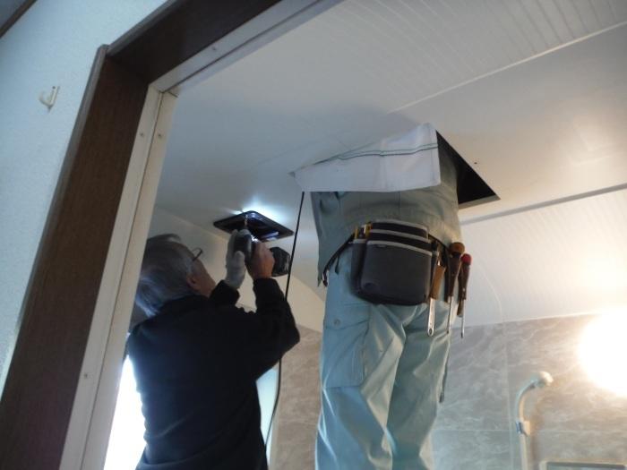小工事 ~浴室の換気扇を暖房機へ取替え取付_d0165368_05063220.jpg