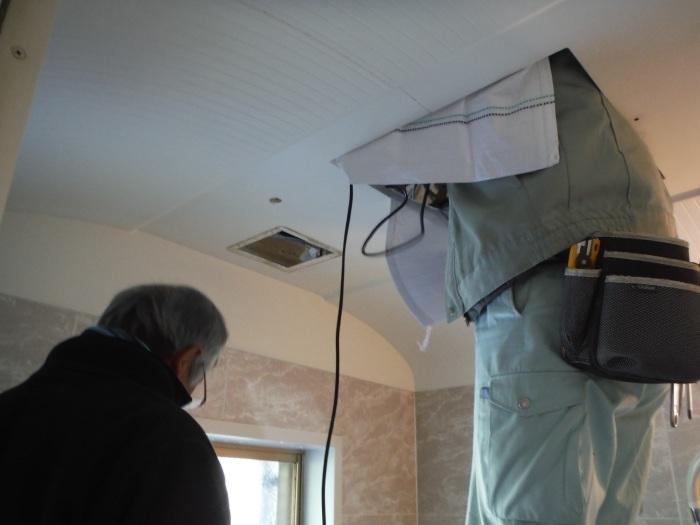 小工事 ~浴室の換気扇を暖房機へ取替え取付_d0165368_05065638.jpg