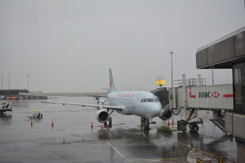 新しくなった バンクーバー空港の国内線乗り継ぎ方法。( 2019年1月現在 )_d0112928_09415661.jpg