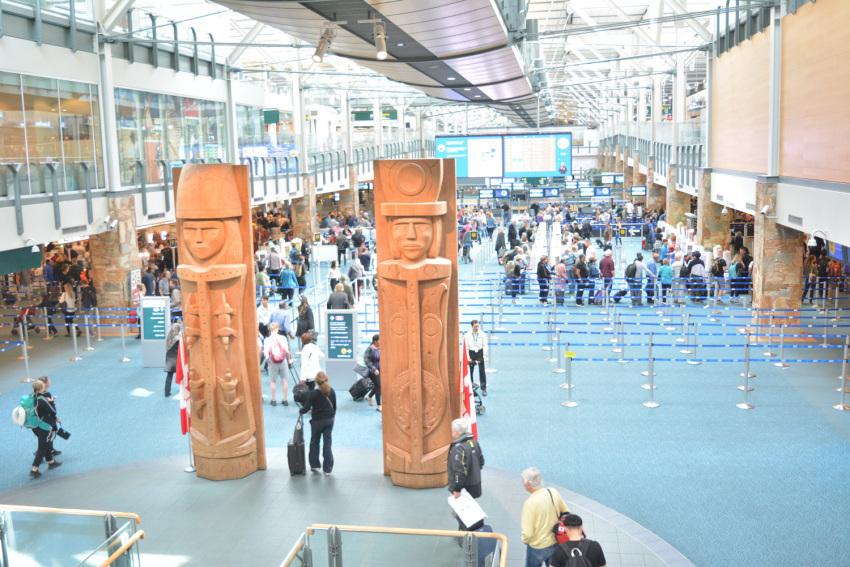新しくなった バンクーバー空港の国内線乗り継ぎ方法。( 2019年1月現在 )_d0112928_10032040.jpg