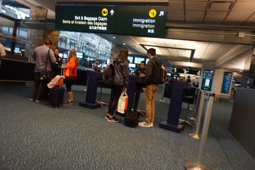 新しくなった バンクーバー空港の国内線乗り継ぎ方法。( 2019年1月現在 )_d0112928_10120423.jpg