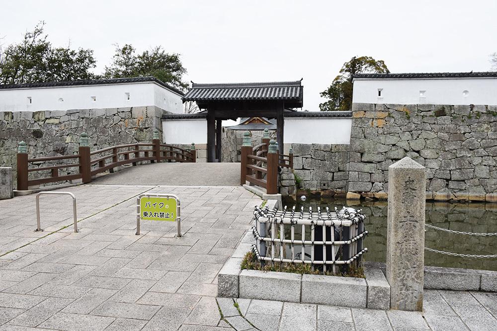 桜満開の赤穂城を歩く。 その1 「大手門~武家屋敷跡」_e0158128_14350645.jpg