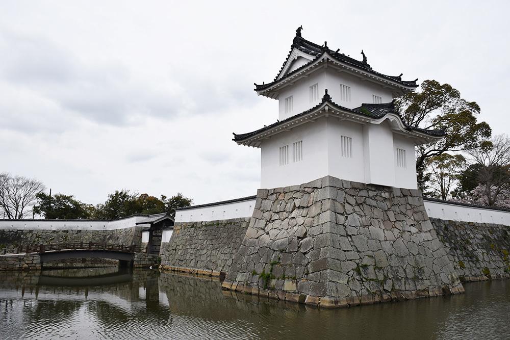 桜満開の赤穂城を歩く。 その1 「大手門~武家屋敷跡」_e0158128_14380585.jpg