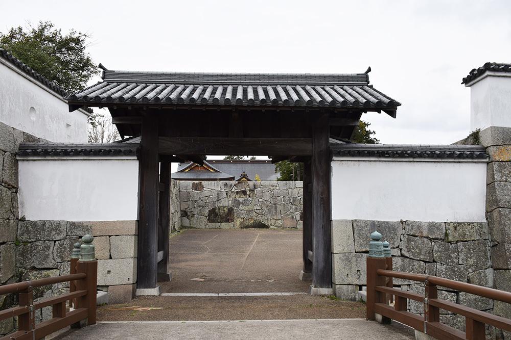 桜満開の赤穂城を歩く。 その1 「大手門~武家屋敷跡」_e0158128_14390716.jpg