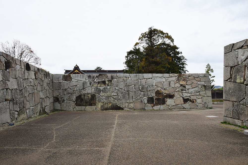 桜満開の赤穂城を歩く。 その1 「大手門~武家屋敷跡」_e0158128_14402123.jpg