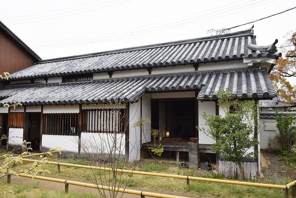 桜満開の赤穂城を歩く。 その1 「大手門~武家屋敷跡」_e0158128_14540560.jpg