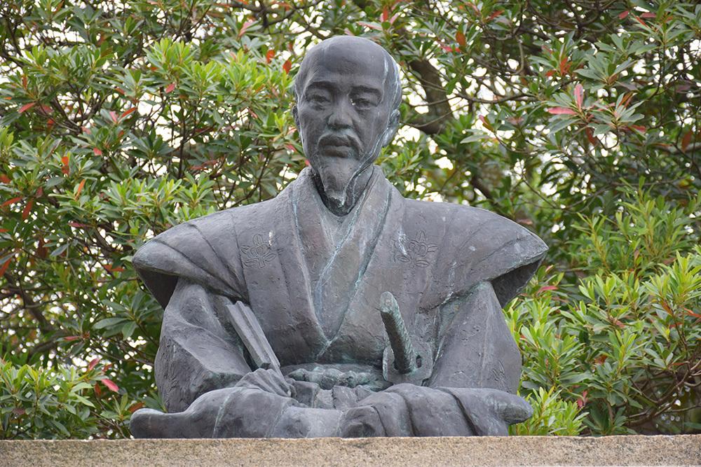 桜満開の赤穂城を歩く。 その2 「二ノ丸庭園」_e0158128_15521470.jpg