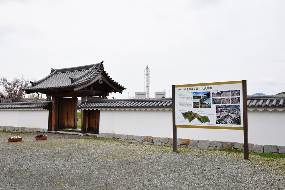 桜満開の赤穂城を歩く。 その2 「二ノ丸庭園」_e0158128_16065405.jpg