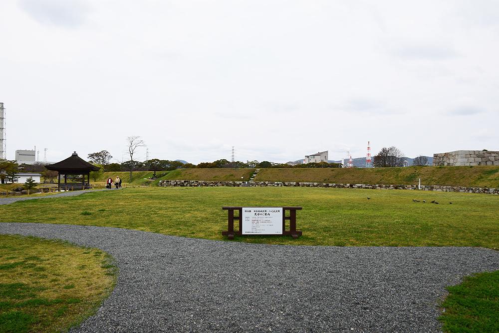 桜満開の赤穂城を歩く。 その2 「二ノ丸庭園」_e0158128_16123294.jpg