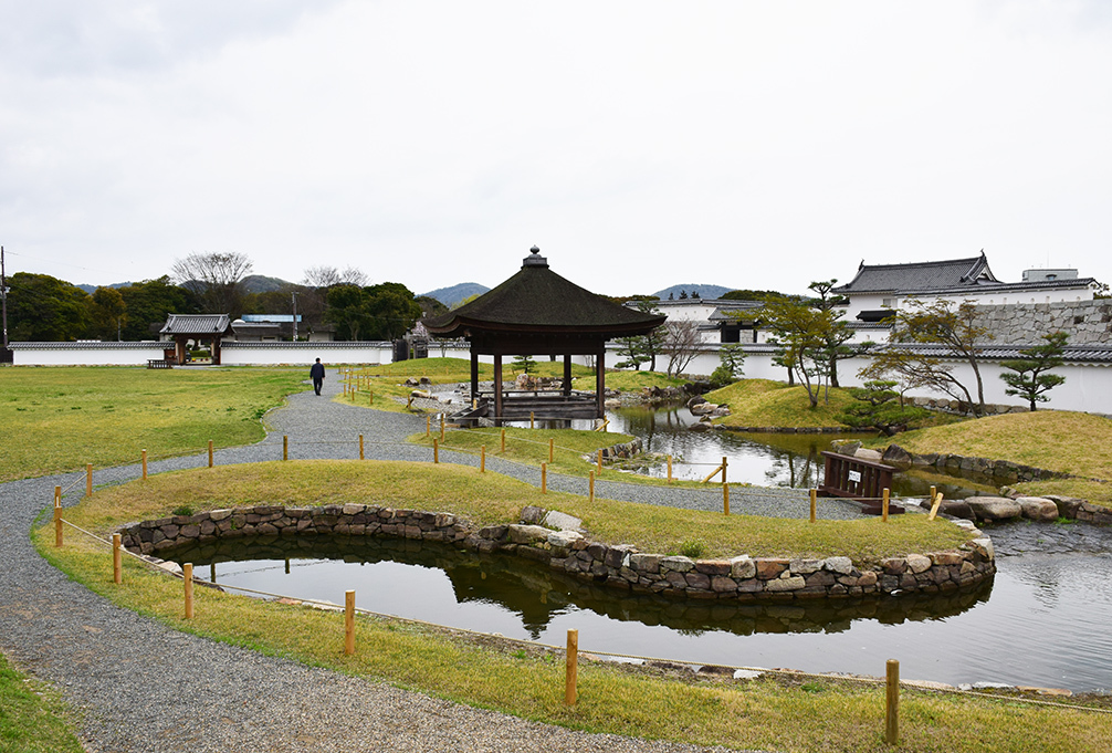 桜満開の赤穂城を歩く。 その2 「二ノ丸庭園」_e0158128_16183165.jpg