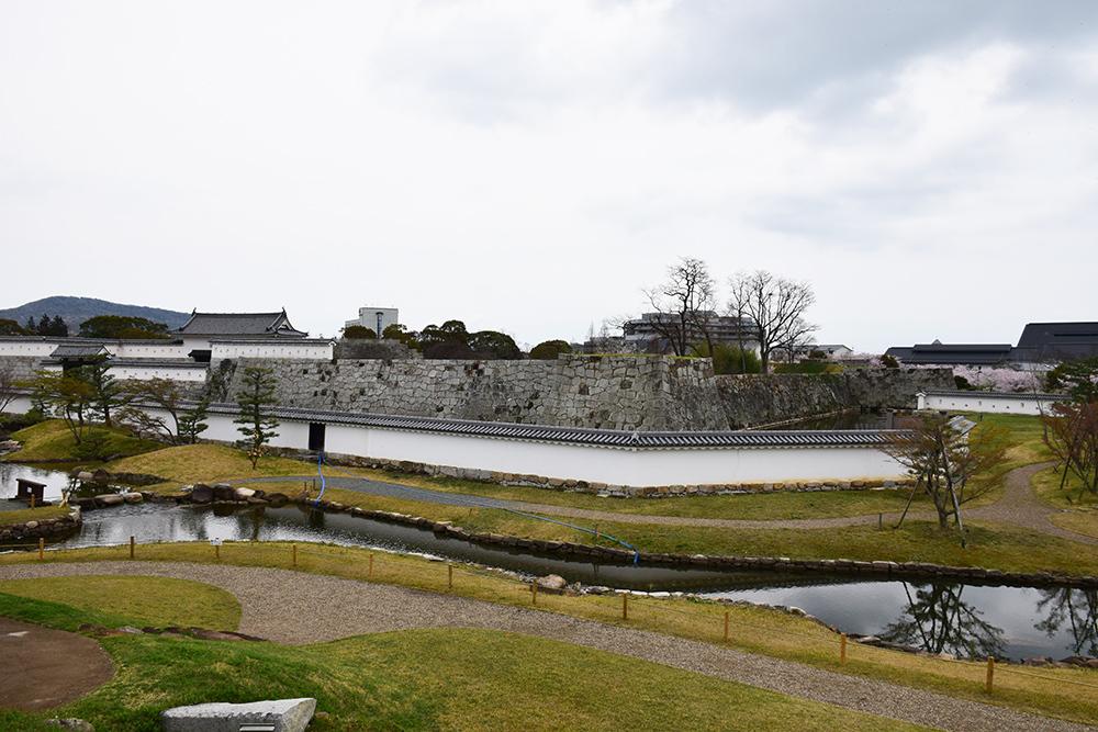 桜満開の赤穂城を歩く。 その2 「二ノ丸庭園」_e0158128_16183448.jpg