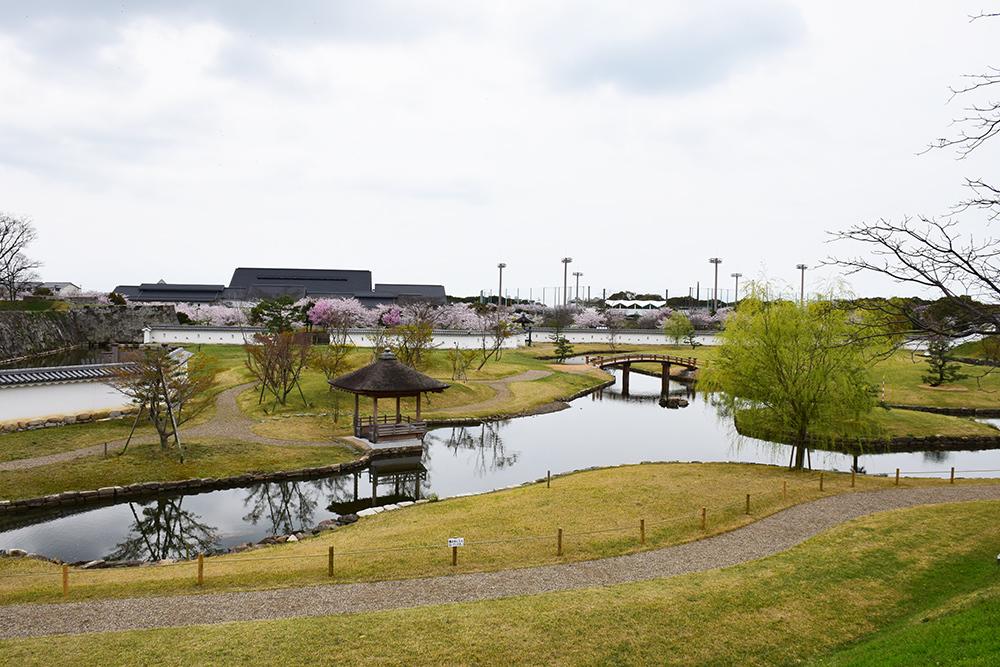 桜満開の赤穂城を歩く。 その2 「二ノ丸庭園」_e0158128_16184069.jpg