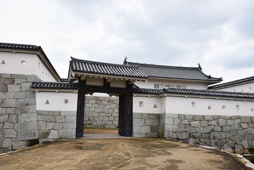 桜満開の赤穂城を歩く。 その3 「本丸」_e0158128_16263438.jpg
