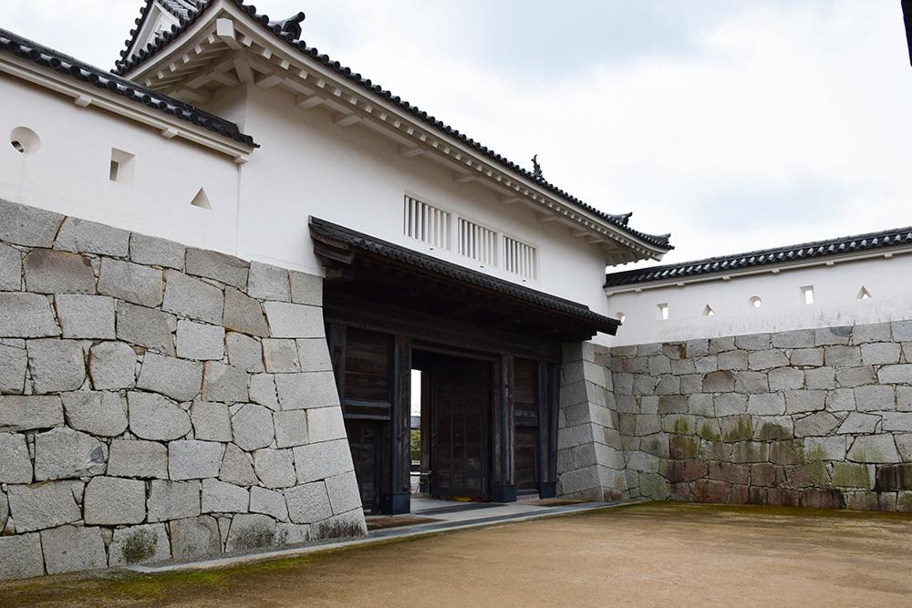 桜満開の赤穂城を歩く。 その3 「本丸」_e0158128_16335533.jpg