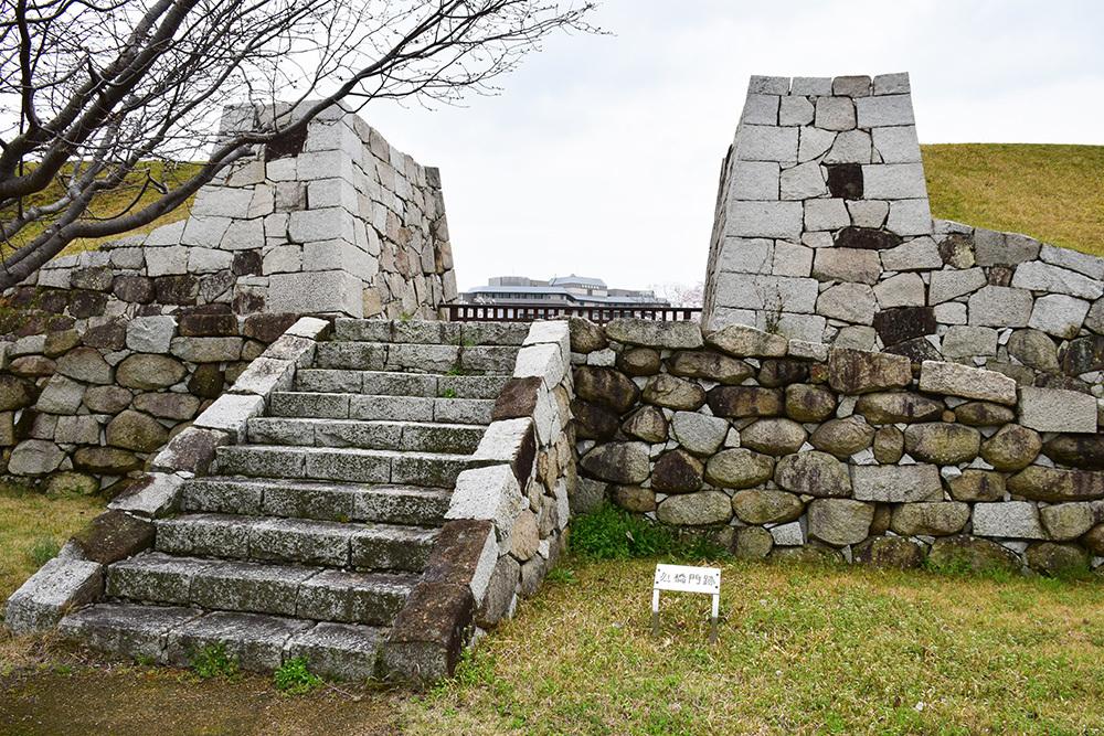 桜満開の赤穂城を歩く。 その3 「本丸」_e0158128_17321065.jpg
