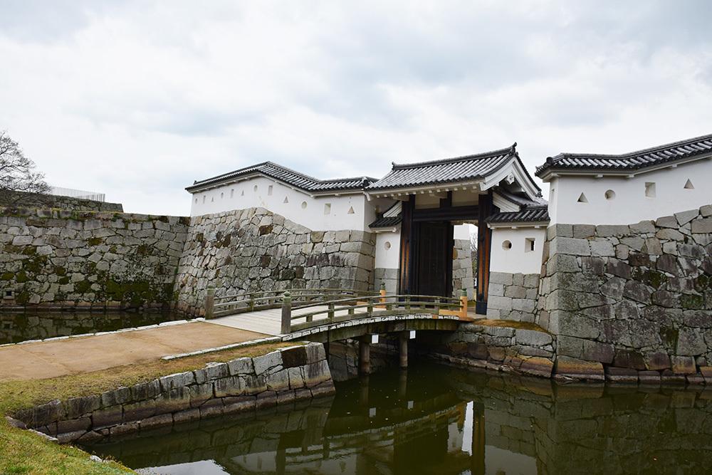 桜満開の赤穂城を歩く。 その4 「元禄桜苑」_e0158128_17490776.jpg
