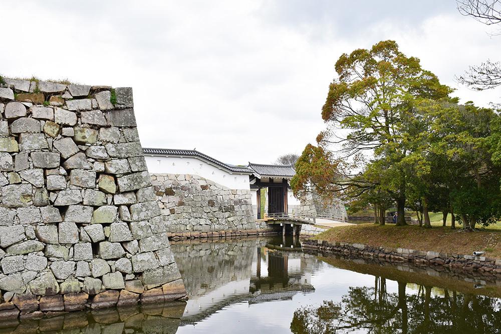 桜満開の赤穂城を歩く。 その4 「元禄桜苑」_e0158128_18051817.jpg