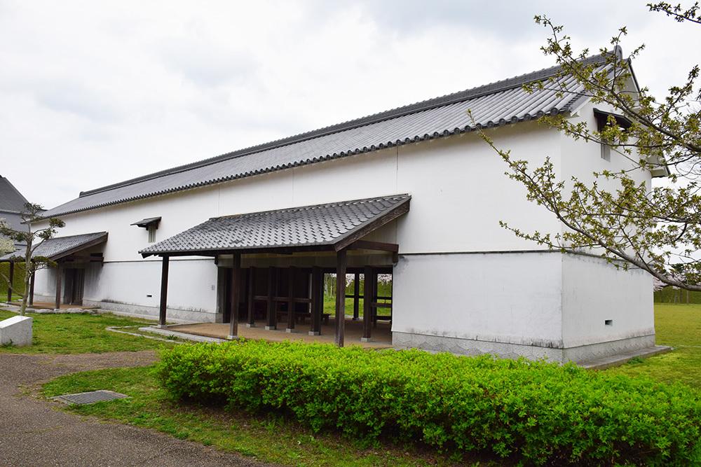 桜満開の赤穂城を歩く。 その4 「元禄桜苑」_e0158128_18264173.jpg