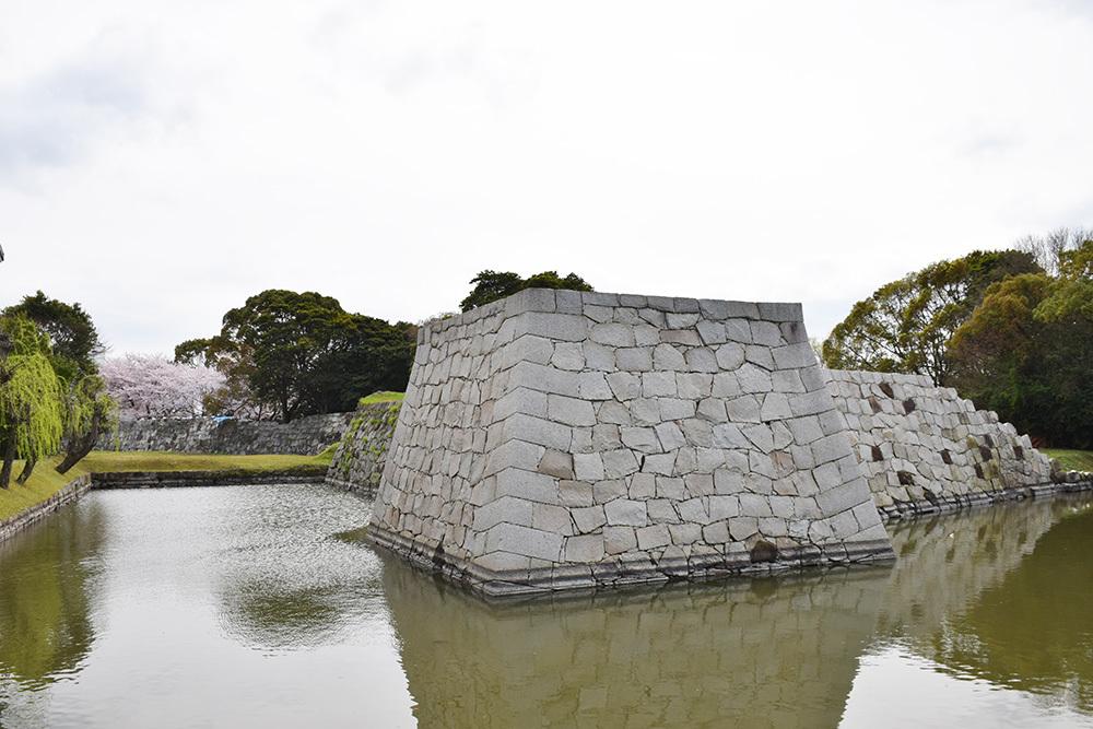 桜満開の赤穂城を歩く。 その5 「水手門、塩屋門」_e0158128_19231464.jpg