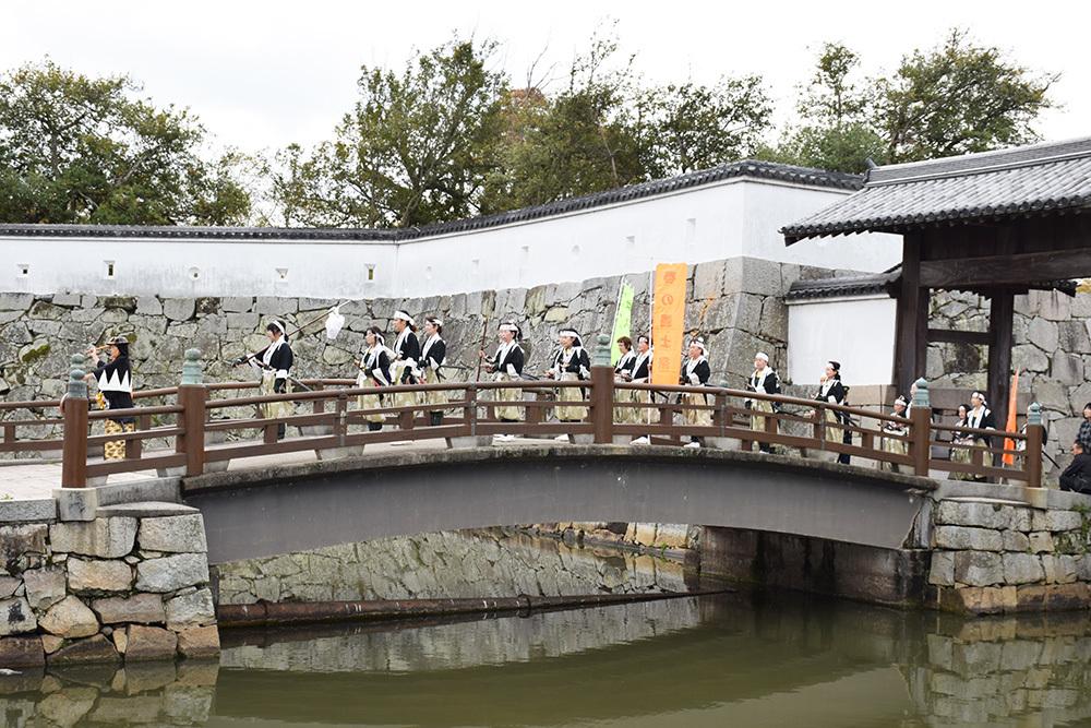桜満開の赤穂城を歩く。 その5 「水手門、塩屋門」_e0158128_19330457.jpg