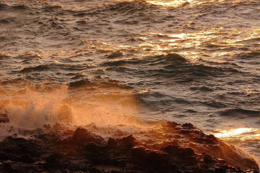 怒涛の波が広げる赤いカーテン_c0059854_12444574.jpg