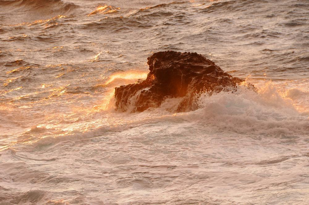 怒涛の波が広げる赤いカーテン_c0059854_12444936.jpg