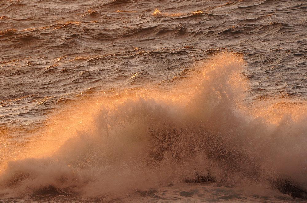怒涛の波が広げる赤いカーテン_c0059854_12445114.jpg