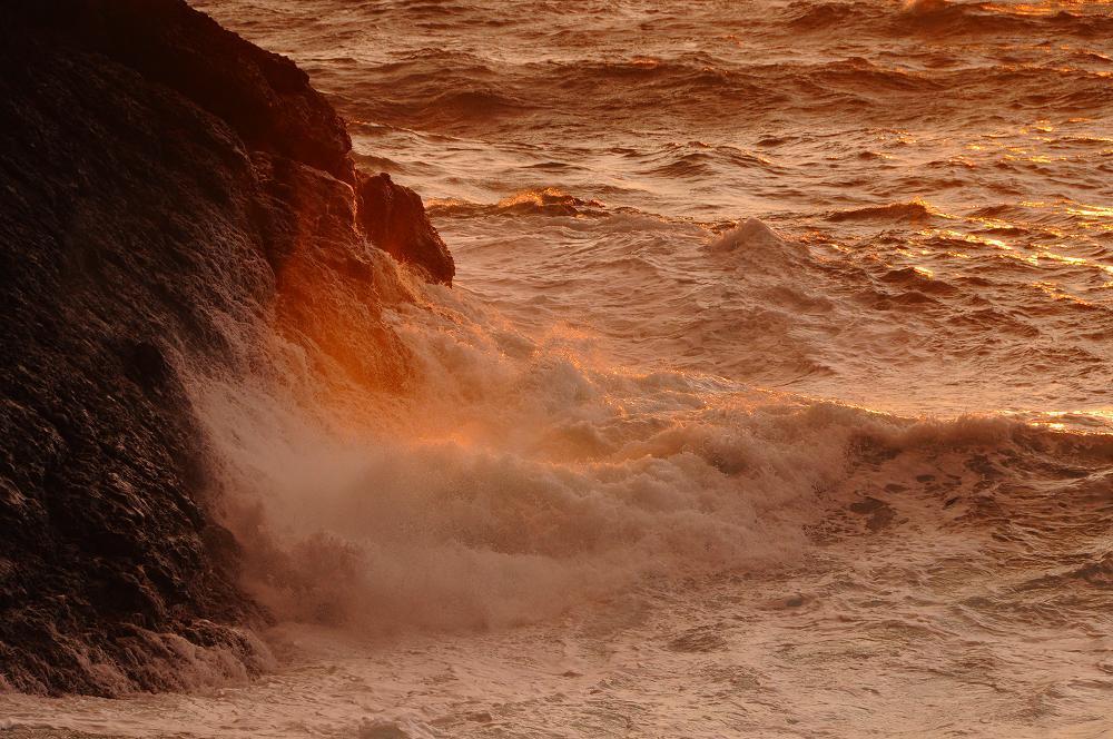 怒涛の波が広げる赤いカーテン_c0059854_12445478.jpg